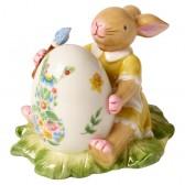 """Фигурка """"Bunny красит пасхальное яйцо"""""""